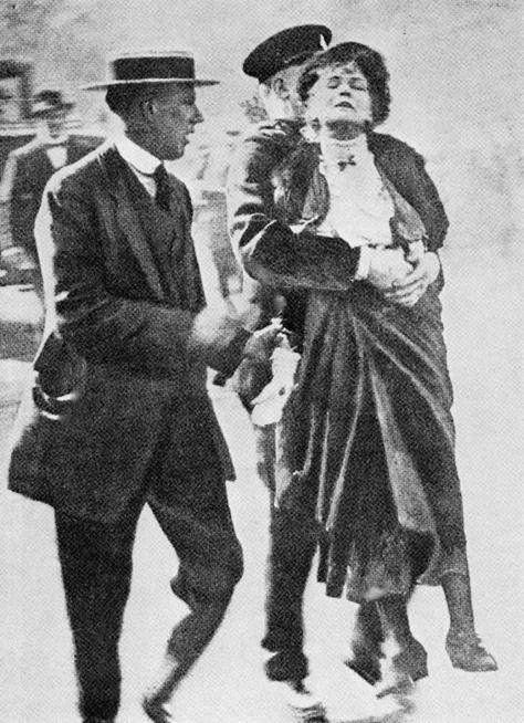 Emmeline_Pankhurst_Arrested_1914_dg15